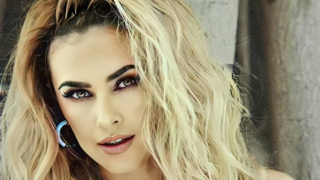 Aracely Arámbula knows how to rock Instagram with a lace ensemble