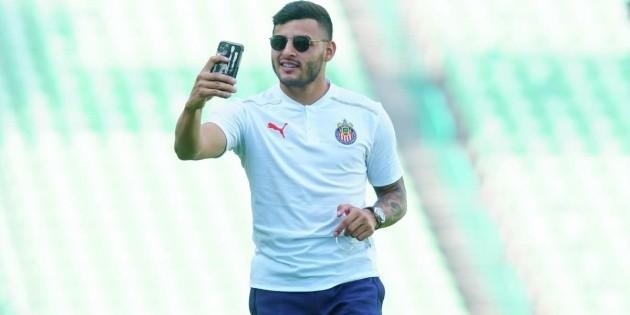 Chivas |  Alexis Vega takes punishment with humor
