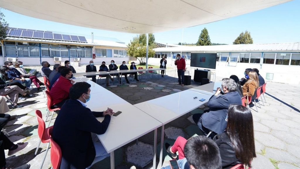"""Eleven high schools in Itata County will benefit from """"portable science labs."""""""