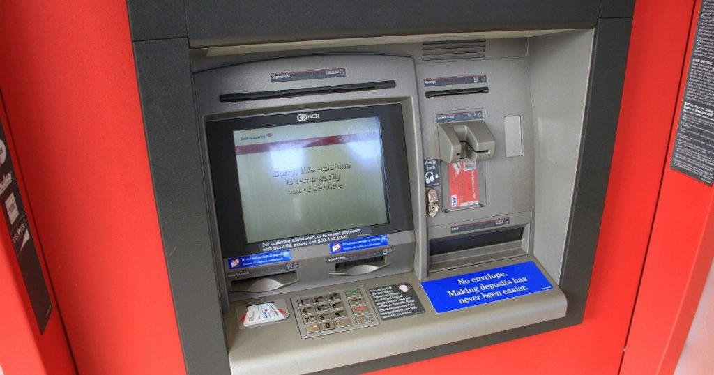 Which banks charge you more commission for withdrawing money from their ATM if you are not their customer?  |  News from Mexico